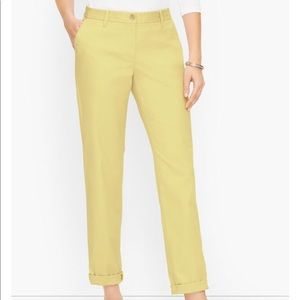 NWT Relaxed Chinos in pastel Yellow